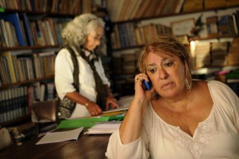 En plena actividad. Mary intenta resolver problemas en el pago de las horas extra a los trabajadores.